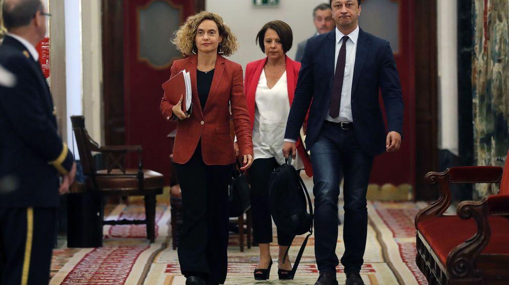 Foto: Meritxell Batet, junto a Sofía Herranz y Alfonso Rodríguez Gómez de Celis. (EFE)