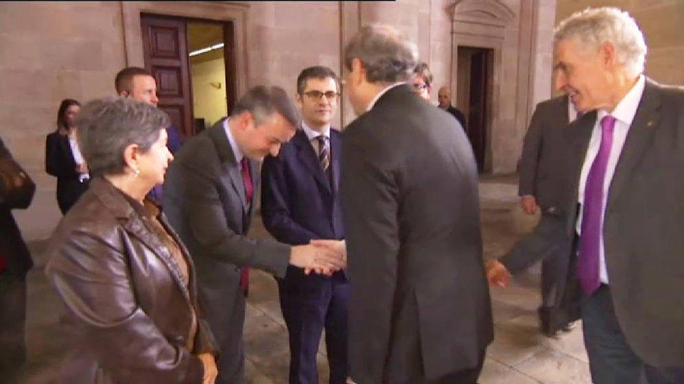 Foto: Momento en el que Iván Redondo saluda al presidente de la Generalitat, Quim Torra