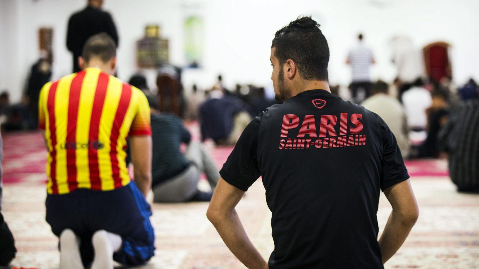 Foto: Ramadán en París (Efe)