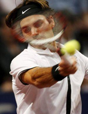 Federer encuentra el consuelo en su tierra tras ganar a Nalbandian