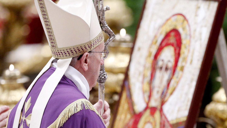 El Papa lidera una oración en la Basílica de San Pedro (Reuters).