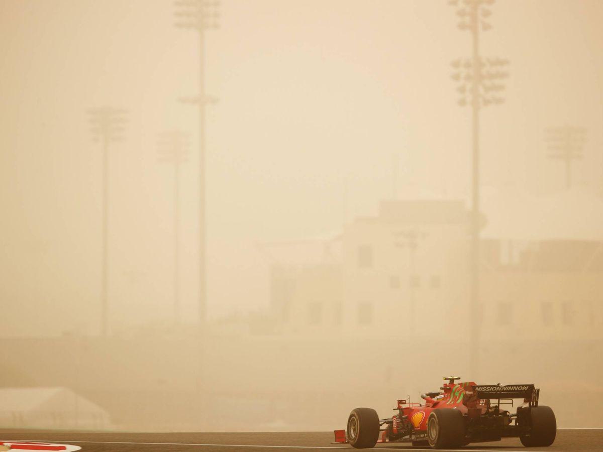 Foto: Una espectacular tormenta de arena cubre el asfalto. (F1)