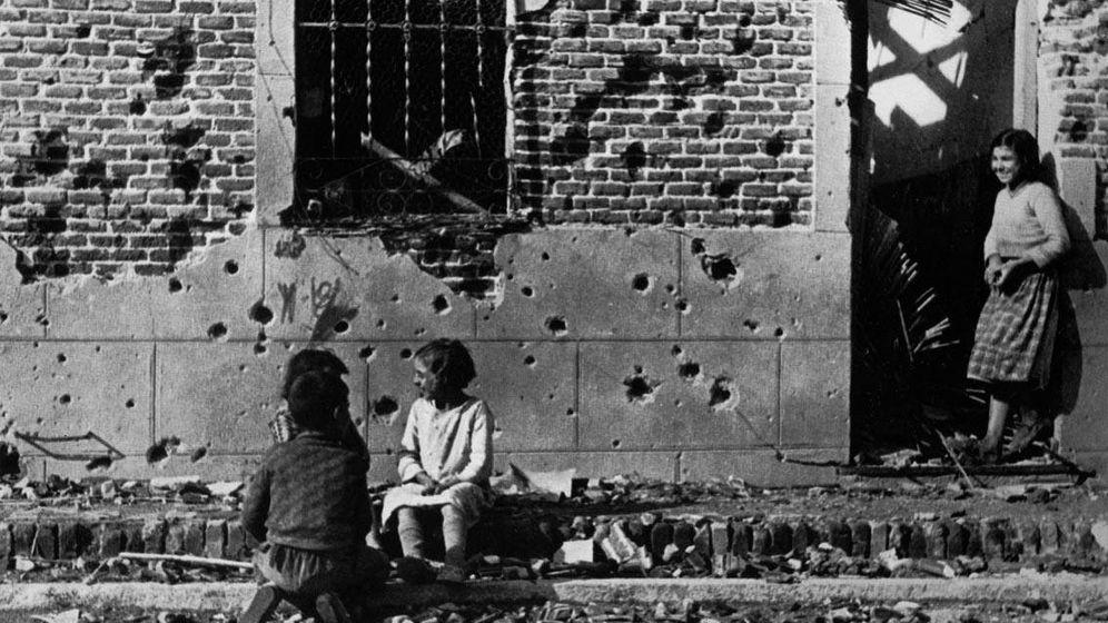 Foto: Casa en Vallecas fotografiada por Robert Cappa durante la Guerra Civil Española