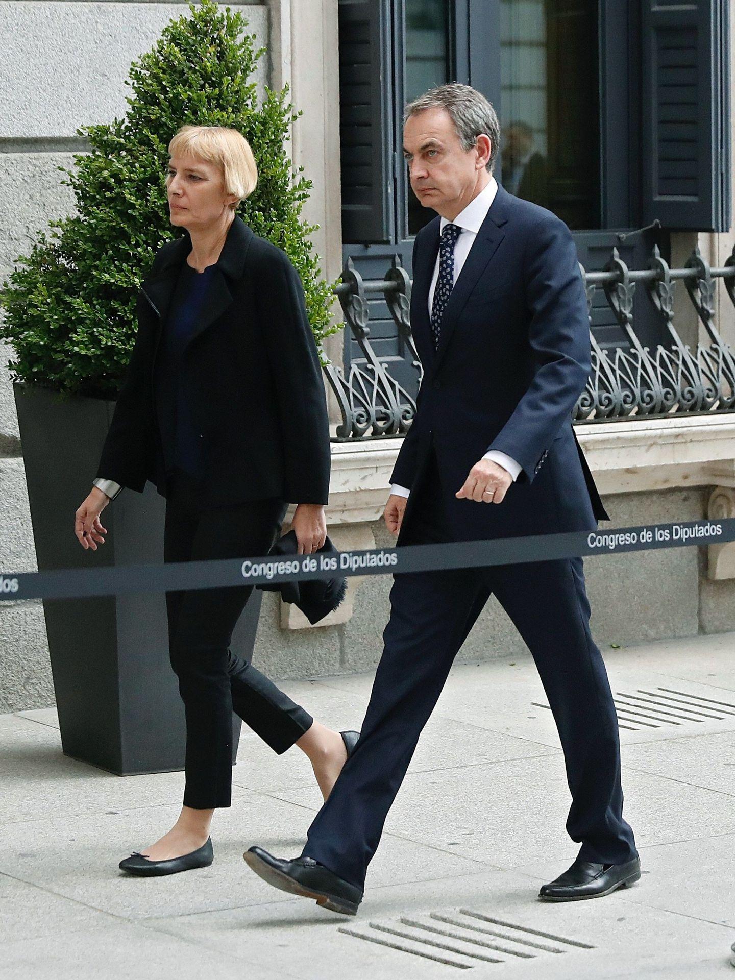 José Luis Rodríguez Zapatero y Sonsoles Espinosa a su llegada al Congreso. (EFE)