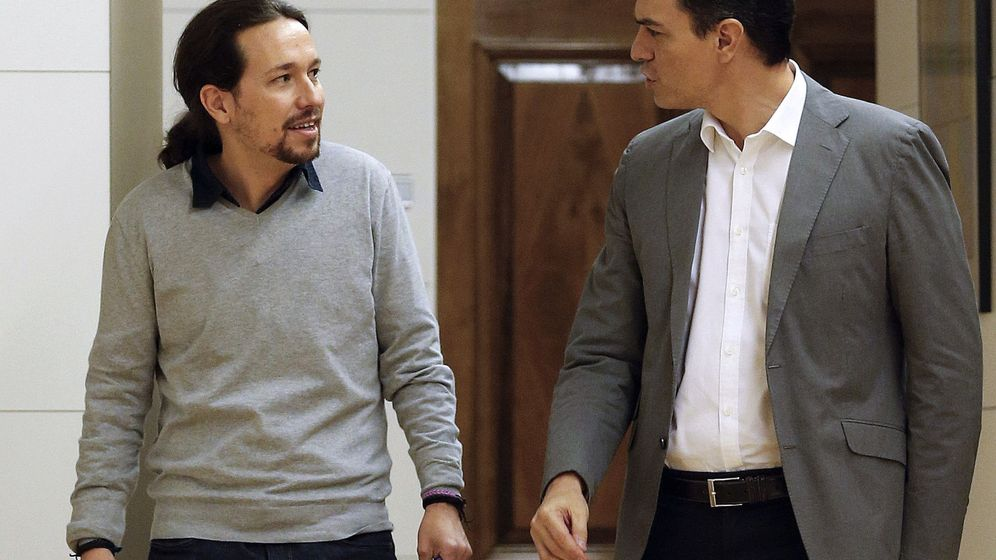 Foto: Primer encuentro entre Pablo Iglesias y Pedro Sánchez dentro de la ronda de contactos para formar gobierno el pasado 5 de febrero. (EFE)