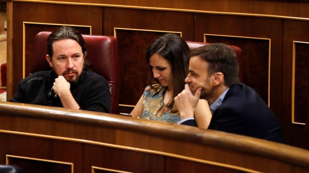 Foto: El líder de Unidas Podemos, Pablo Iglesias, junto a la coportavoz Ione Belarra y el líder de los 'comuns' en el Congreso, Jaume Asens (d), durante la fallida sesión de investidura. (EFE)