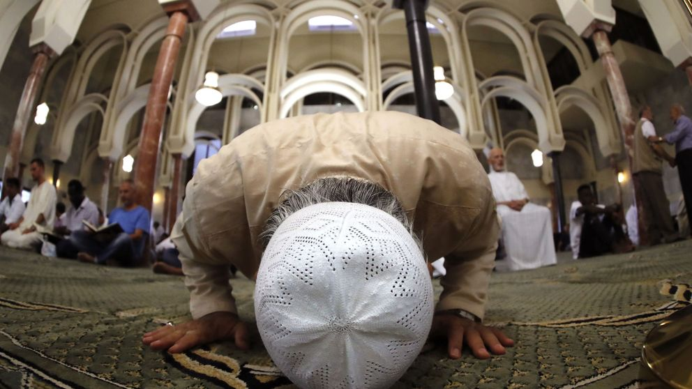 Un imán radical llegado de Argelia congrega a cientos de musulmanes en Lleida