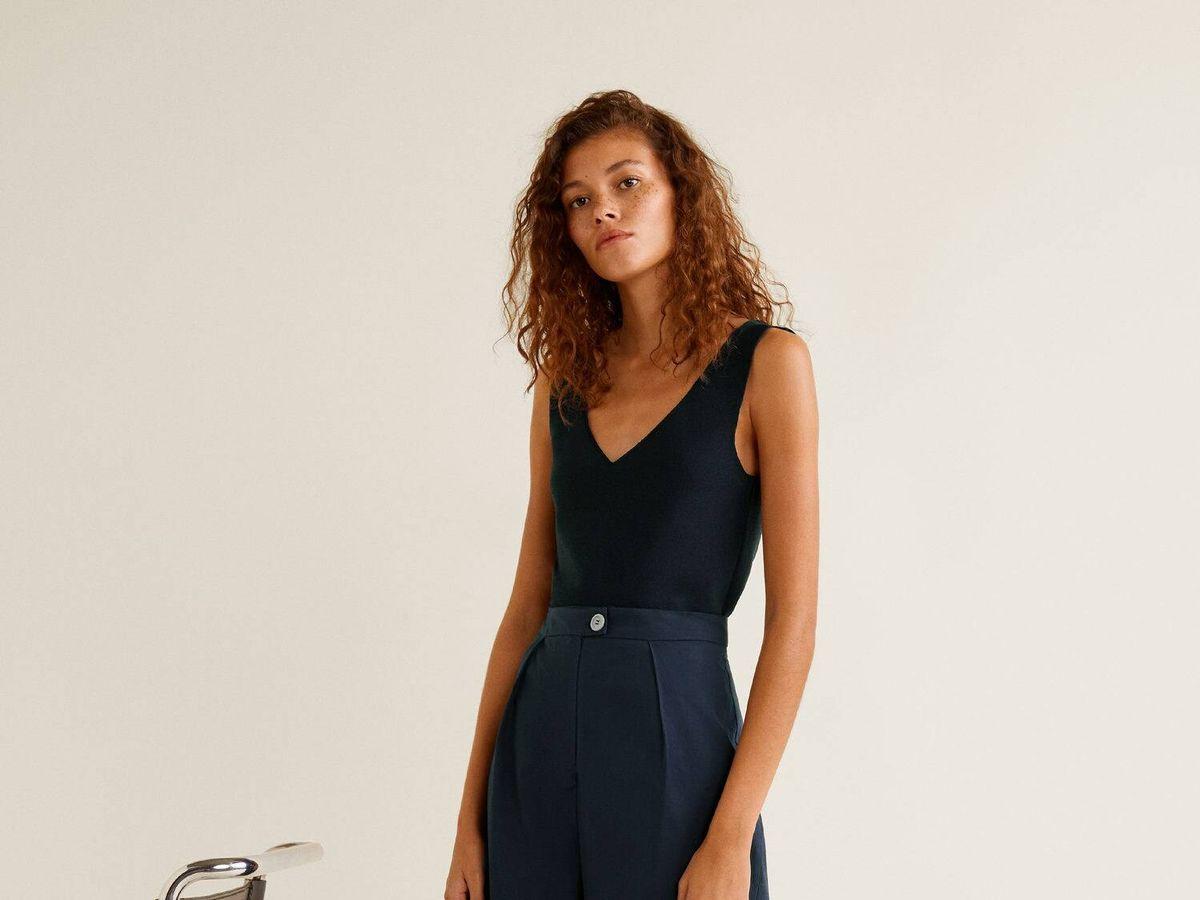 Foto: Pantalón estilizante y estiloso para la ofi de Mango Outlet. (Cortesía)