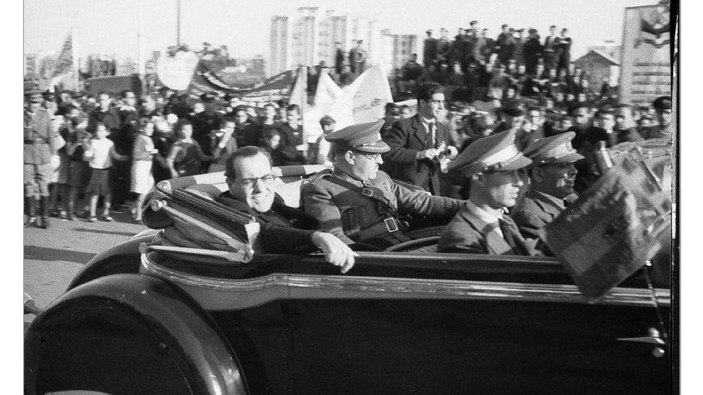 Foto: Despedida de Azaña y Negrín a las Brigadas Internacionales en Barcelona el 28 de octubre de 1938. (EFE)