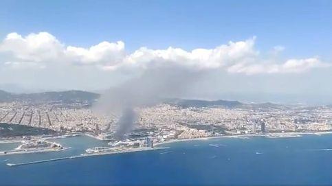 Un incendio en el Puerto de Barcelona provoca una gran columna de humo