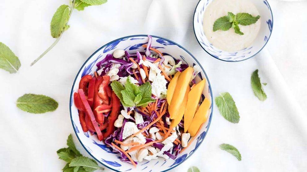 Ensalada thai con salsa de anacardos y miel, una receta con sabores asiáticos