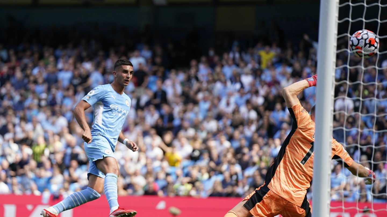 Ferran Torres anota un gol con el Manchester City. (Reuters)