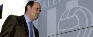 Duro cruce de declaraciones entre la cúpula del Valencia y Fernando Gómez