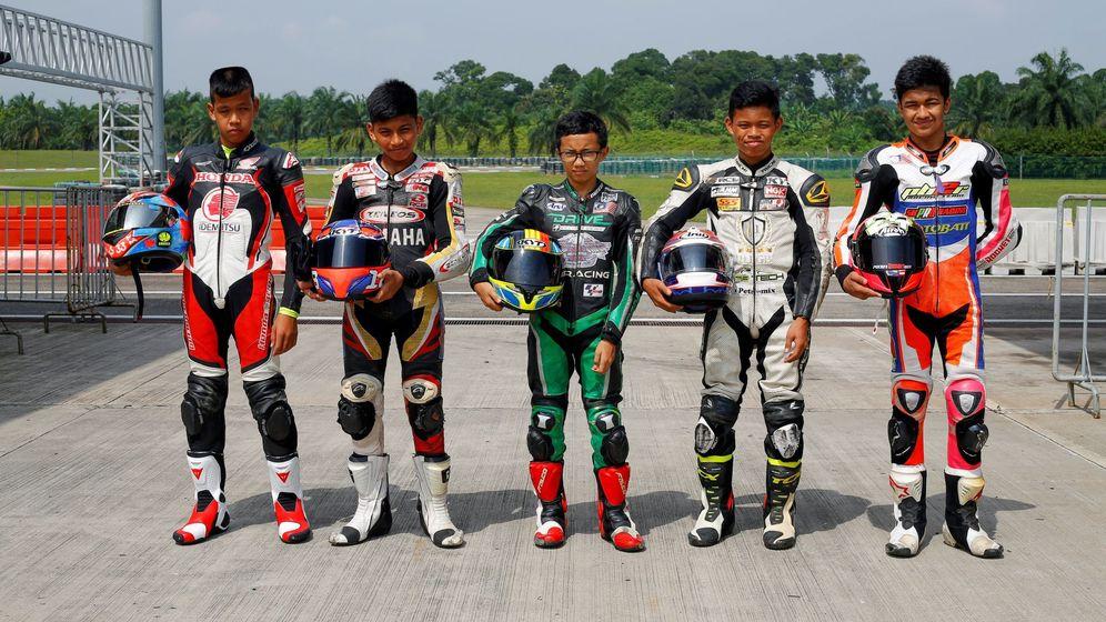Foto: Jóvenes pilotos de 13 años entrenando este jueves en Sepang. (EFE)