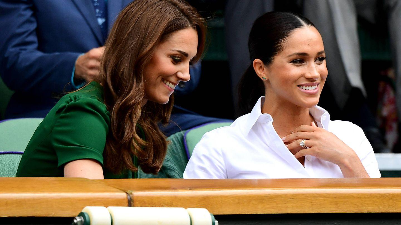 Meghan Markle y Kate Middleton, durante un partido de Wimbledon. (Getty)