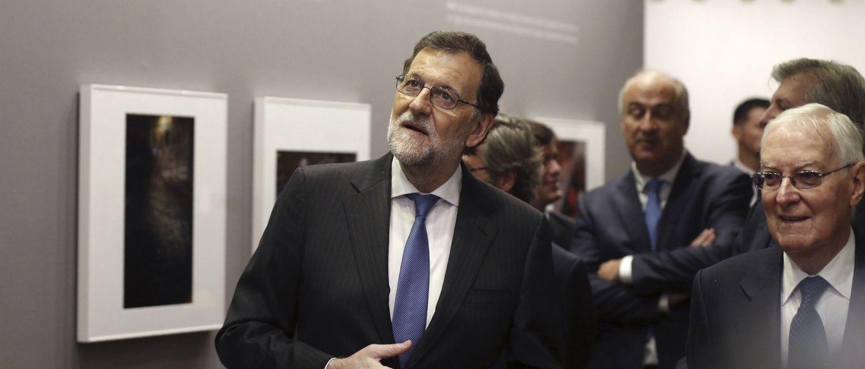 Mariano Rajoy con el director del Instituto Cervantes, Víctor García de la Concha. (EFE)