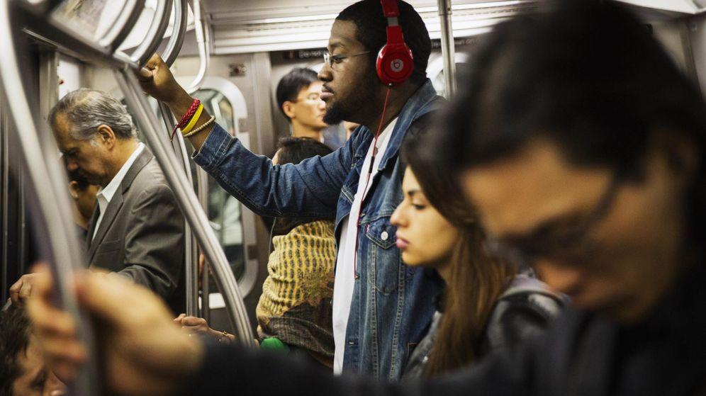 Foto: El podcast permite al usuario decidir cuándo y cómo quiere consumir contenidos radiofónicos. (Reuters)