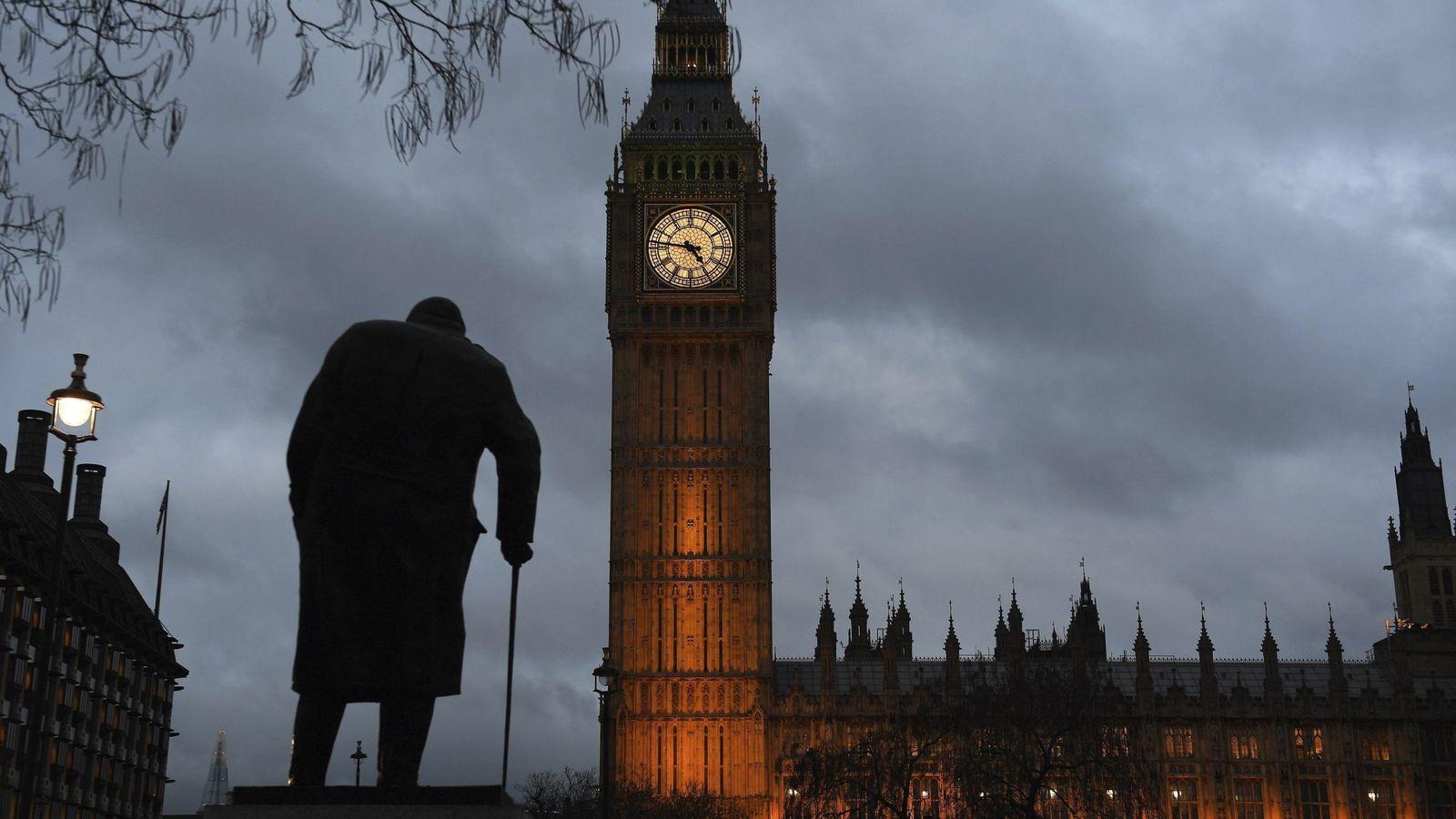 Foto: Vista del Parlamento de Londres durante el atardecer, el 1 de febrero de 2017. (EFE)