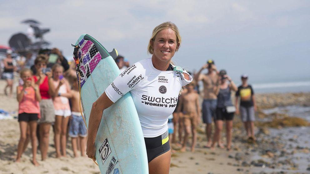 La surfista a la que un tiburón amputó un brazo se impone a la número 1