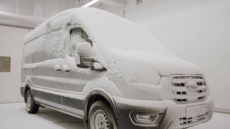 En una cámara especial del laboratorio de Colonia (Alemania) se simulan climas extremos, desde más de 40 grados positivos hasta 35 bajo cero.