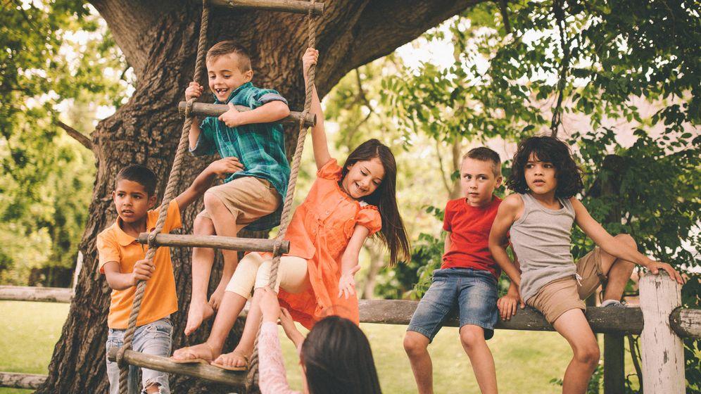 Foto: ¿Es malo que los niños tomen ciertos riesgos? (iStock)