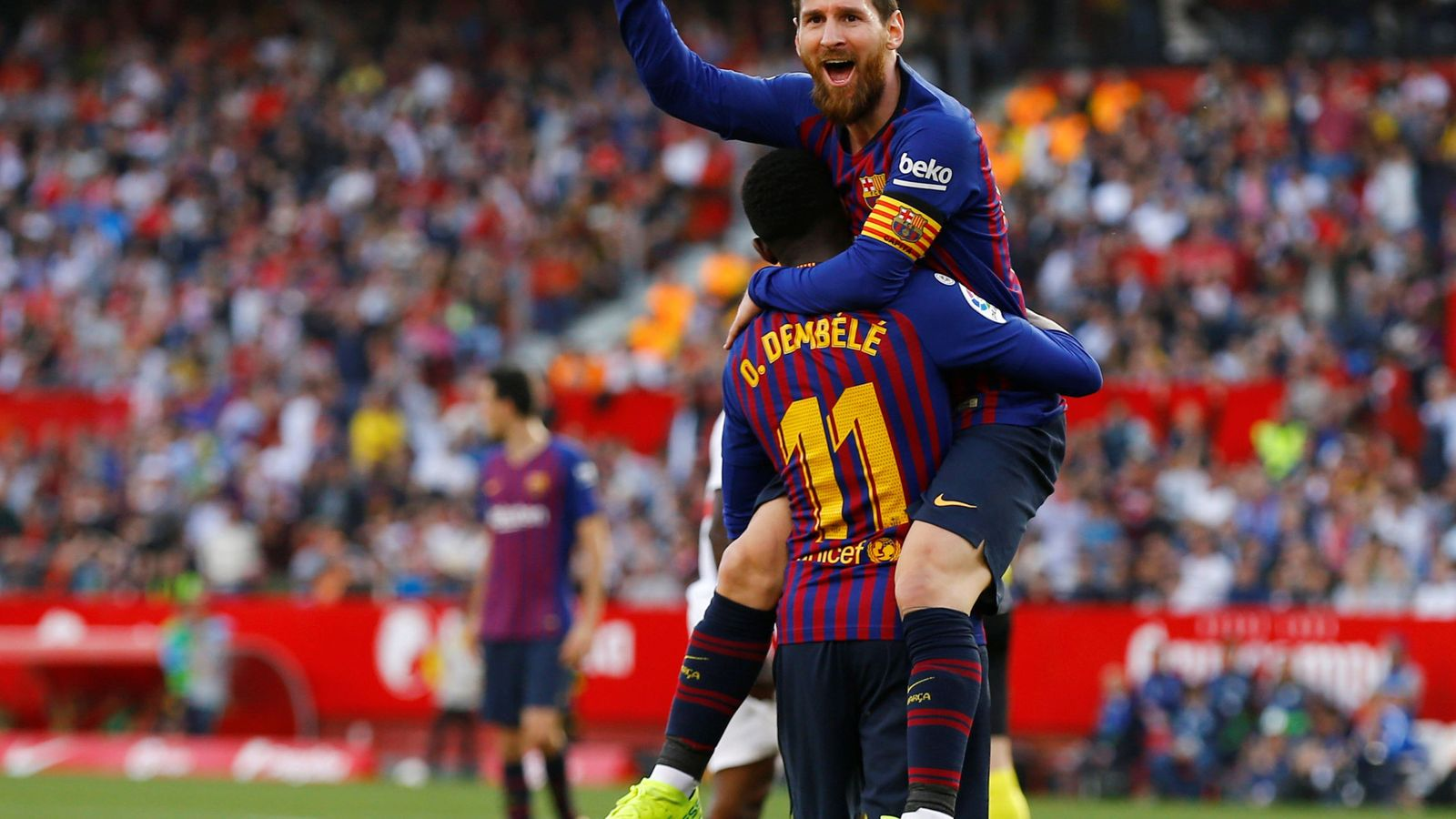 Foto: Messi celebra un gol con Dembélé. (Reuters)