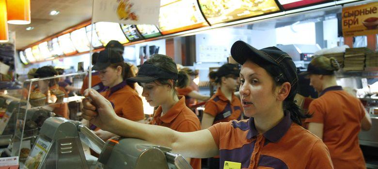 Foto: McDonald's ha reconocido que el 90% de sus trabajadores tienen un 'contrato sin horas'. (Reuters)