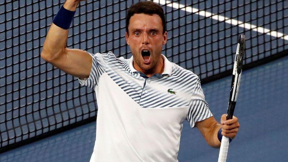Foto: Roberto Bautista celebra su victoria ante Djokovic en el Miami Open. (EFE)