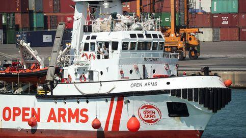 La llegada del barco de la ONG Open Arms al puerto de Barcelona, en imágenes