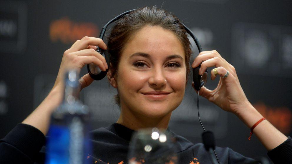 Tapa los auriculares: hasta tus cascos pueden espiarte cuando hablas