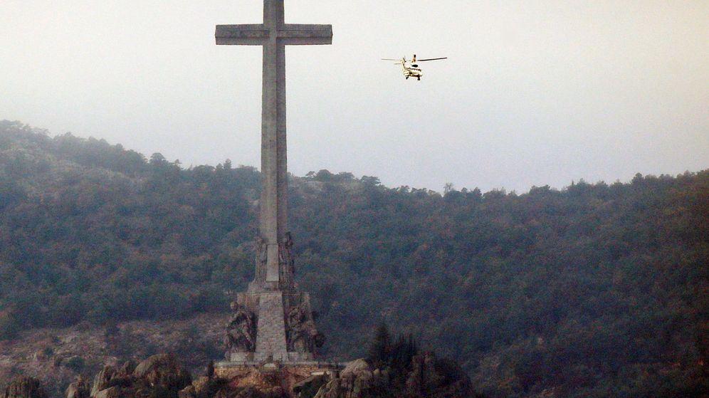 Foto: Llegada del helicóptero al Valle de los Caídos. (EFE)