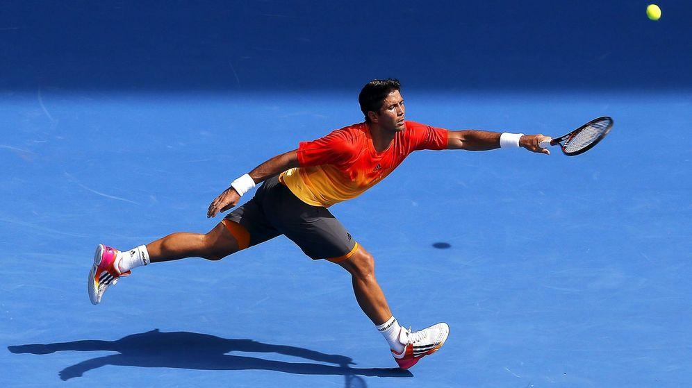 Foto: Fernando Verdasco llegando a una bola de Rafa Nadal (Efe)