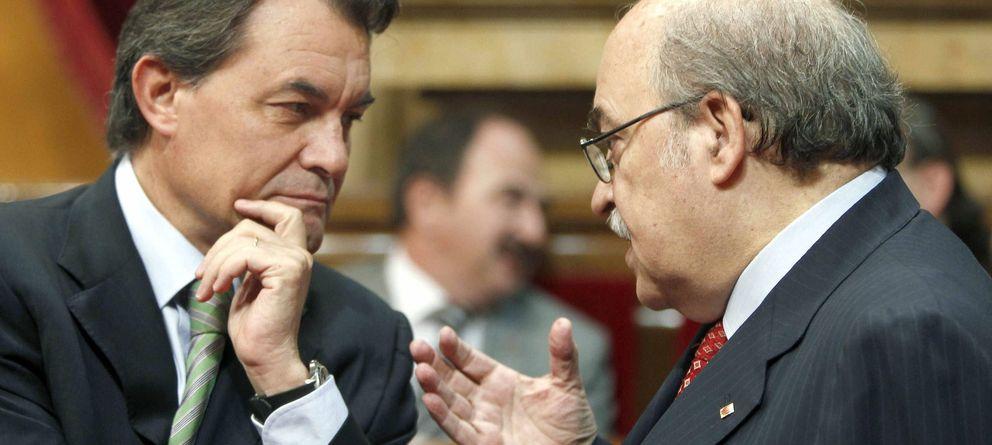 Foto: Artur Mas conversa con el conseller de Economía Andreu Mas- Colell. (EFE)