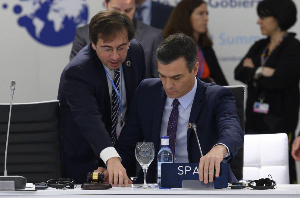 Foto: José Manuel Albares, secretario general de Asuntos Internacionales de la Moncloa, con Pedro Sánchez, el pasado diciembre en la COP25, en Madrid. (Borja Puig | Moncloa)