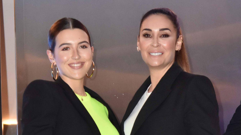 El abrigo largo es protagonista de la temporada: Vicky Martín Berrocal y su hija Alba lo saben