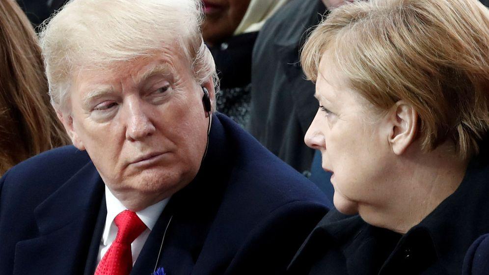 Foto: Donald Trump y Angela Merkel durante el día del armisticio. (Reuters)