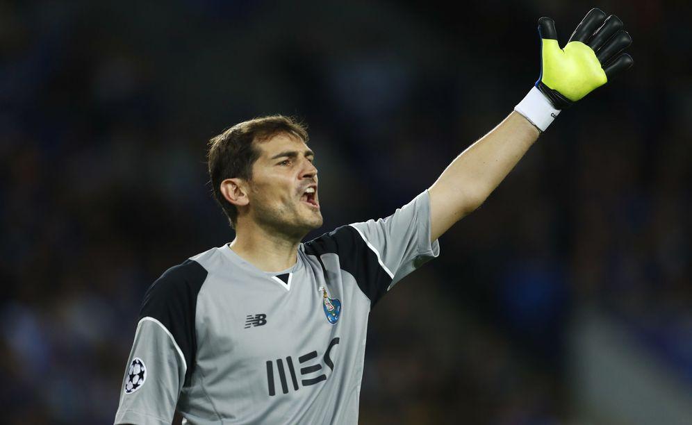 Foto: Iker Casillas, durante un partido con el Oporto. (Reuters)