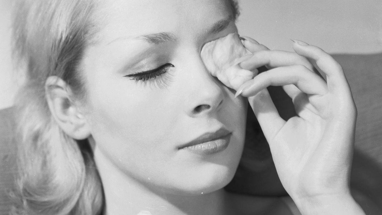 Las fórmulas bifásicas ayudan a desmaquillar los cosméticos waterproof. (Getty)